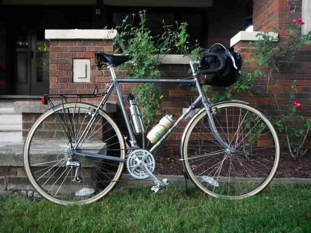 Őrzi az értékeket a kerékpáros táska